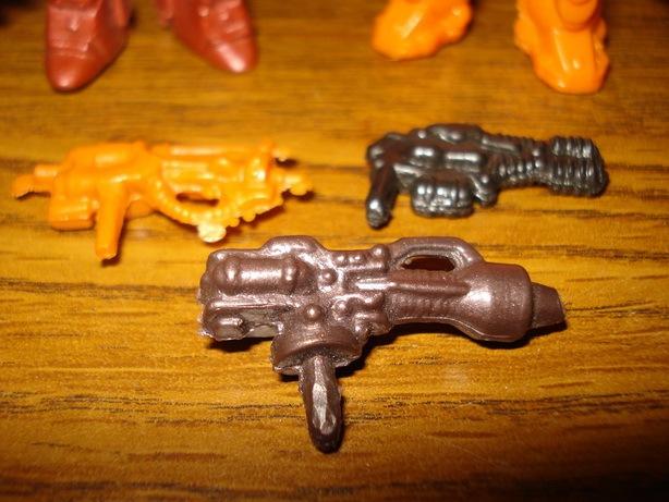Оружие от новочеркасских фигурок. Фото: К. Фисунов. 2010.