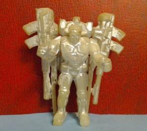Серебристый робот. Фото: С. Капран